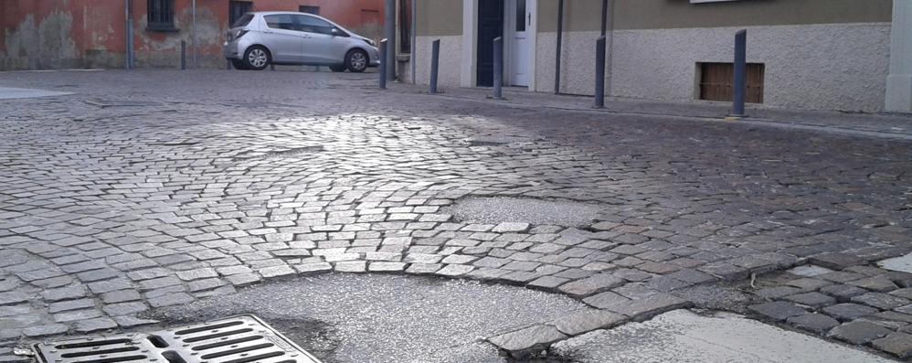 Buche e cadute, 12mila euro di rimborsi  Ma nulla per i box allagati a Mariano