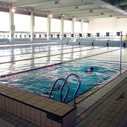 Cantù, «Infiltrazioni e docce fredde»  Diffida al gestore della piscina