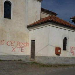"""Inverigo, """"C'è posta per te""""  Imbrattata la chiesa di Guiano"""