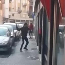 Via Anzani, non c'è pace  In un video nuove violenze
