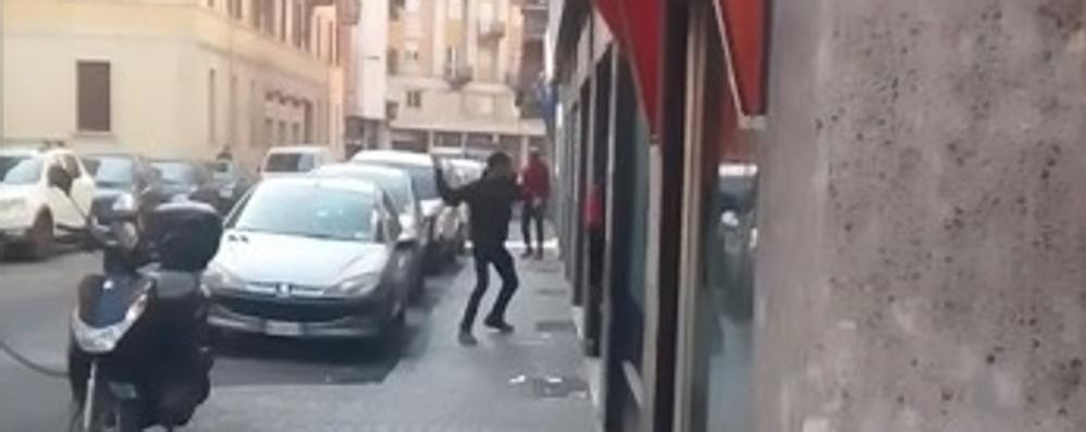 Via Anzani, non c'è pace  In un video nuove violenze