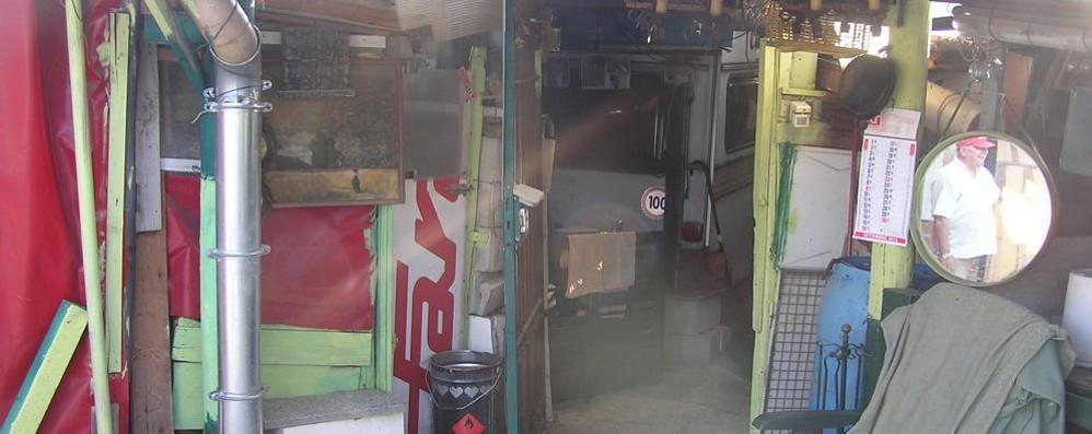 Casa e deposito abusivo Intervengono i vigili di Cantù