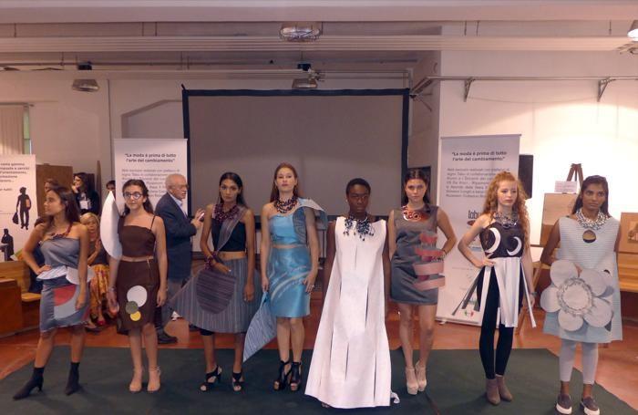 Alcune modelle-studentesse in posa