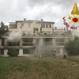 Incendio a Mozzate A fuoco l'ex ristorante
