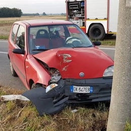 Tre auto finite fuori strada  Anziano investito a Olgiate
