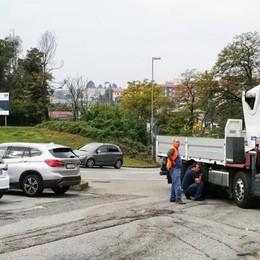 Camion in panne, coda sul viadotto