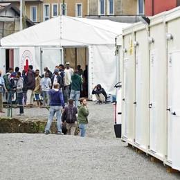 Associazioni e Caritas  «No alla chiusura  del centro migranti»