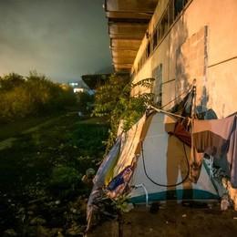 La città nascosta  dei senzatetto  Tra macerie e miseria