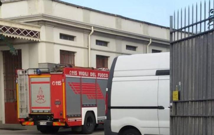 Operaio cade dal tetto di una ditta Soccorso in elicottero a Fenegrò