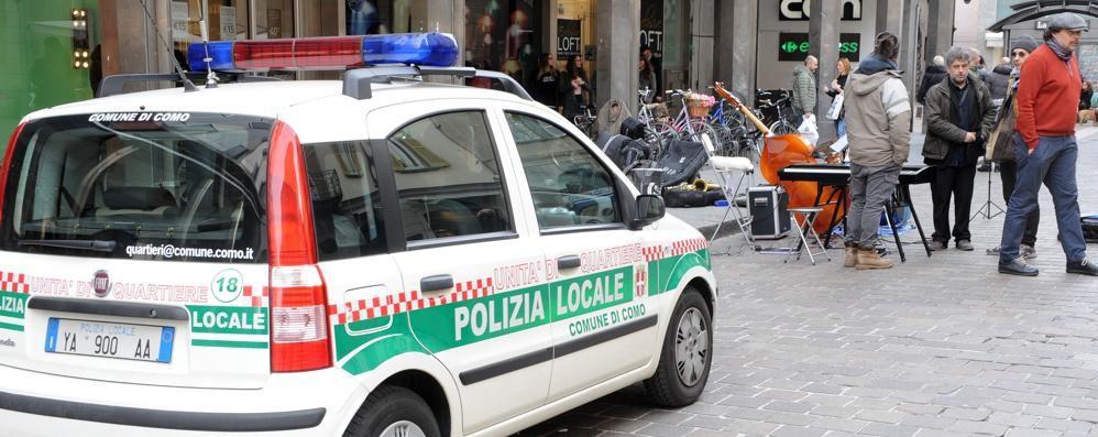 «Artisti di strada, più divieti in centro»  Duomo vietato e basta microfoni