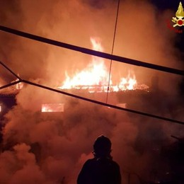 Ristorante bruciato a Sorico, settanta clienti in fuga