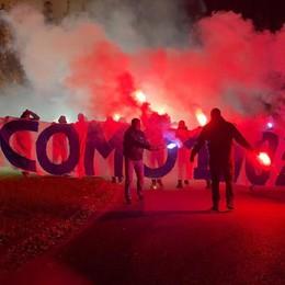 Cantù, è la notte dell'orgoglio La fiaccolata dei tifosi del Como