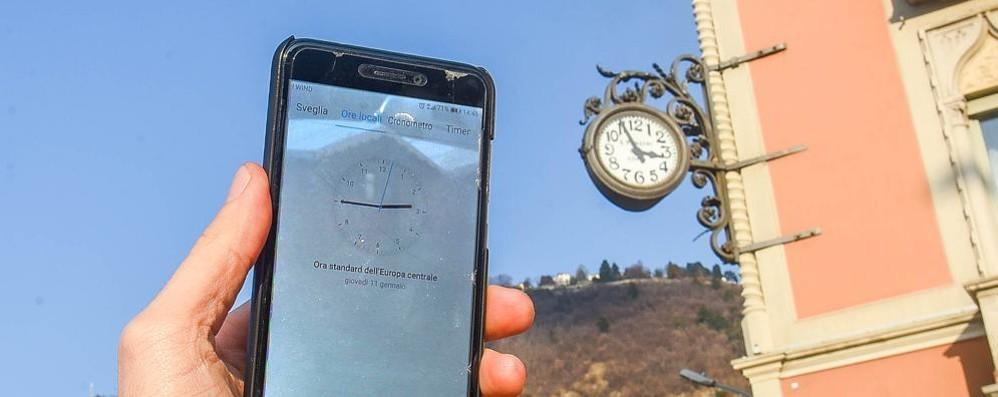 Como, orologi, dopo 2 anni  forse li aggiustano  «Lavori da gennaio»