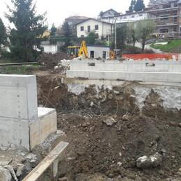 Mariano, in via Luini  abbattuto il ponte