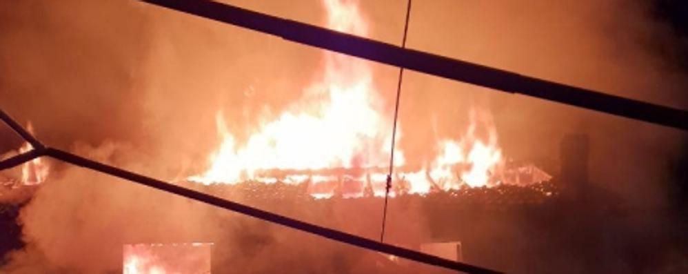 Ristorante bruciato  Settanta clienti in fuga