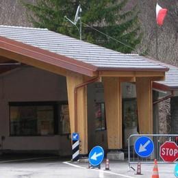 """La discarica """"dietro""""il confine  Arogno ci pensa, la Valle protesta"""