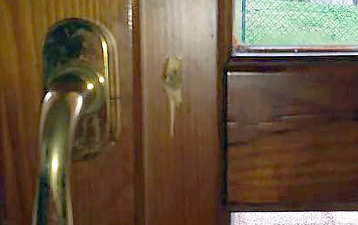 Pusiano, sente un rumore in casa  All'ingresso ci sono i ladri