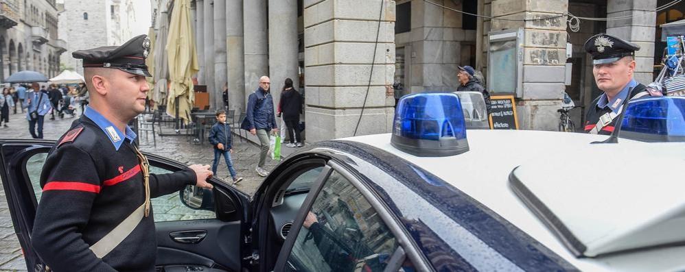 Aggredita sulle scale del condominio  Un arresto per violenza sessuale