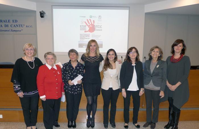 Da sinistra Erica Rivolta, Flavia Tagliabue, Mirella Ripari, Manuela Donghi, Sofia Guanziroli, Carla Colmegna, Claudia Giordani e Chiara Braga