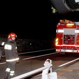 Incidente a Montano Auto sulla tettoia