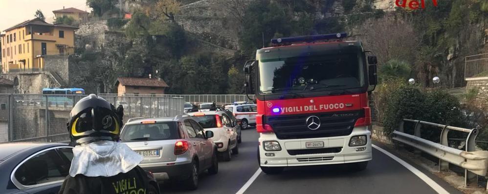 Perde controllo della moto  Ragazzo ferito a Moltrasio