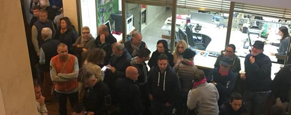 Campione, i dipendenti  fuggono dal Comune  «Lavorano in Svizzera»