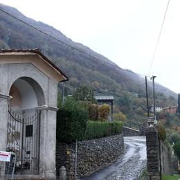 Lenno, masso pericolante  Evacuata l'Abbazia