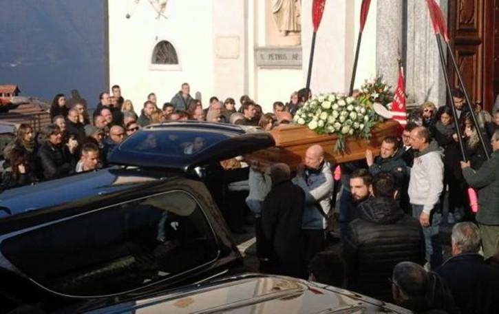 Nesso, silenzio e lacrime   per l'addio a Luca