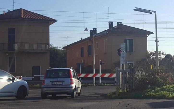Passaggi a livello a rischio incidenti  Rovellasca e Caslino vogliono chiuderli