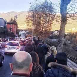 Como paralizzata dal traffico Val Mulini pieno, ma non basta
