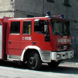 Esplosione in un box  Pompieri a Grandate