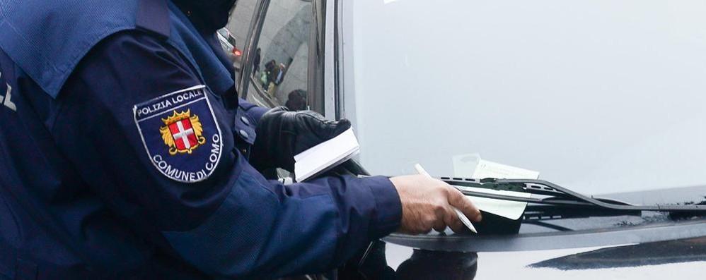 Sequestrata auto multata 16 volte  Targa svizzera, è di un italiano