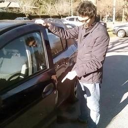 Blitz dei ladri pasticcioni a Canzo  Forzano 5 auto ma non rubano nulla