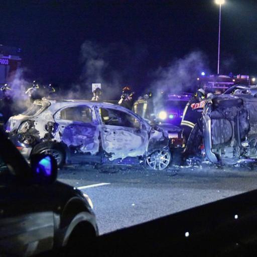 VALTELLINA: AUTO CONTROMANO  SI SCONTRA CON UN'ALTRA  6 MORTI: UNO DI COMO