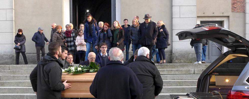 Cantù, folla per l'ultimo saluto  alla maestra Maria Rita  «Persona dolce e retta»