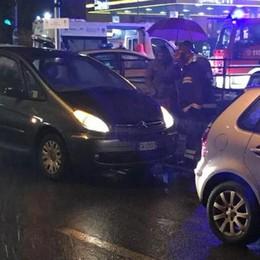 Tre auto si scontrano in via Castelnuovo