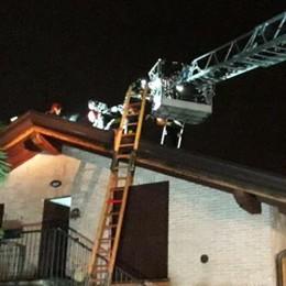 Canna fumaria in fiamme Pompieri a Lomazzo