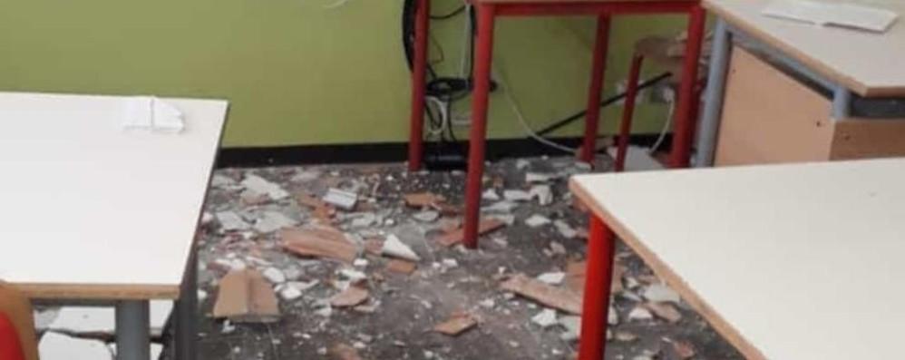 Soffitto crollato in aula  La scuola  di Albate  chiusa fino al 7 gennaio
