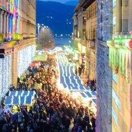 Città dei Balocchi e shopping  «Usate i mezzi pubblici»  Il video dei borghi illuminati