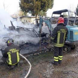 Montorfano, cinque bungalow   distrutti dal fuoco