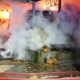 Il sopralluogo dell'Arpa  Amianto da bonificare  dopo l'incendio a Senna