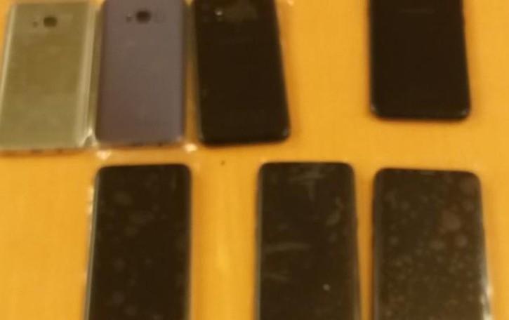Olgiate, giardiniere trova 26 cellulari rubati  Dalla ditta ne erano spariti seicento