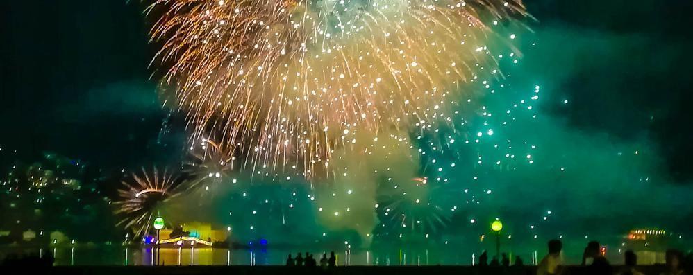 Fuochi d'artificio con colonna sonora  Stasera lo show è nel primo bacino