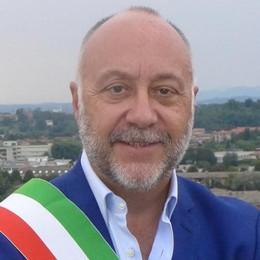 Il sindaco di Cantù a rischio  «Non mollo questa fascia»
