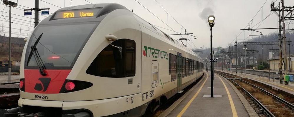 Treno inverte le destinazioni  Verso Varese i passeggeri per Como