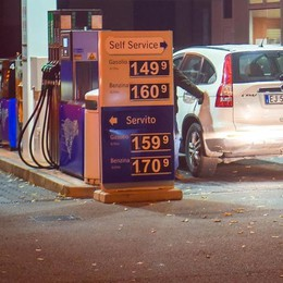 Scandalo benzina  «Il garante indaghi sui prezzi pazzi»