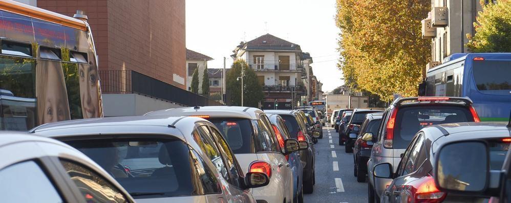 Parcheggi in Varesina  «Il nuovo progetto cancella 7 posti su 43»