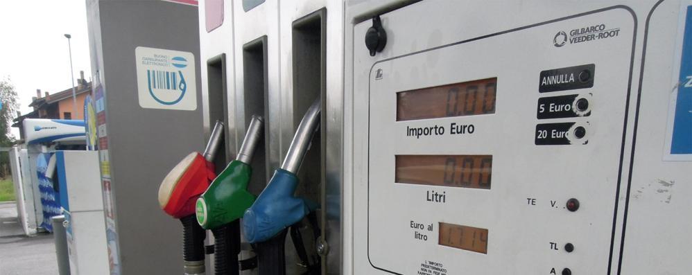 Fai dieci km e  la carta sconto   ti alza il prezzo della benzina
