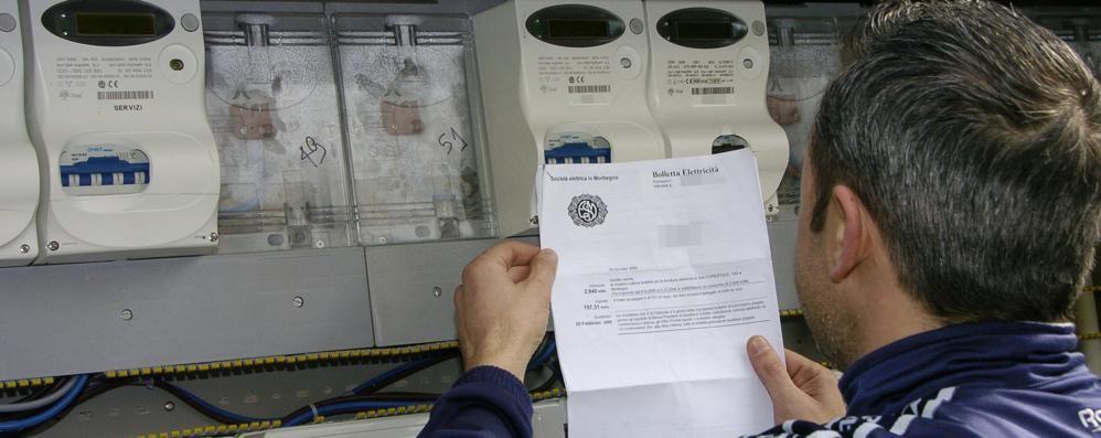 Elettricità più cara per colpa dei furbi  «Altro salasso per i comaschi»