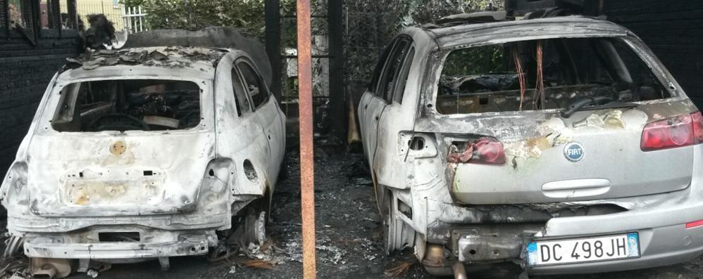 Due auto incendiate sotto casa  Giallo a Appiano Gentile